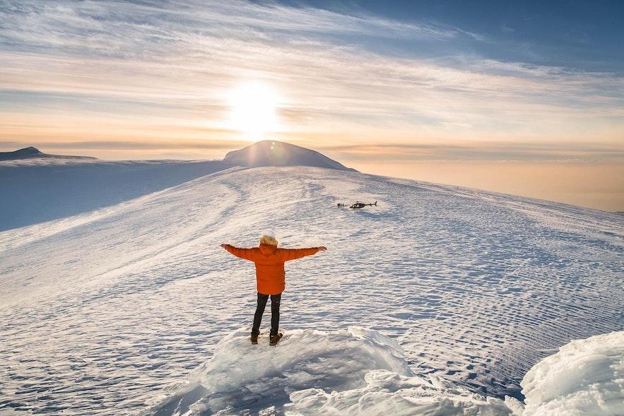 山の上を覆うラングヨークトル氷河