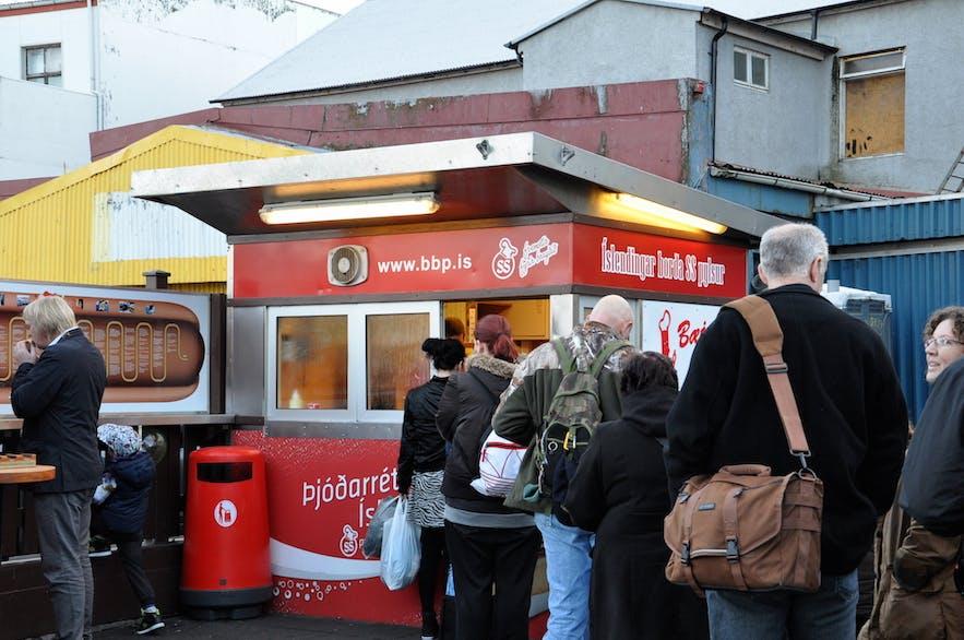 アイスランドの有名なホットドッグ屋さん、Baejarins Beztu
