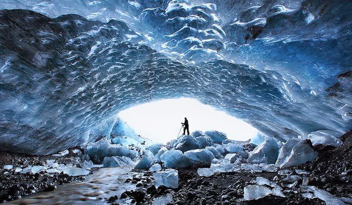 3-dniowa wycieczka z zorzą polarną po Złotym Kręgu i południowym wybrzeżu Islandii z jaskiniami lodowymi oraz wędrówką po lodowcu