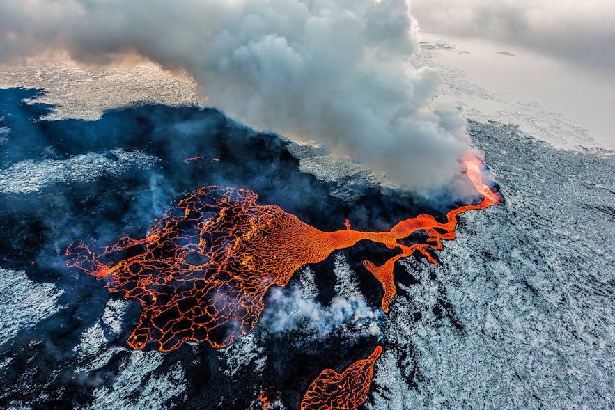 冰岛火山喷发-冰与火的国度