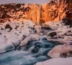 Park narodowy Thingvellir leży na styku dwóch płyt kontynentalnych, pośród pól lawowych porośniętych mchem.