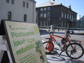 夏季的雷克雅未克是充满生机与活力的城市,无论是游客还是冰岛人都会尽情享受着阳光带来的愉悦
