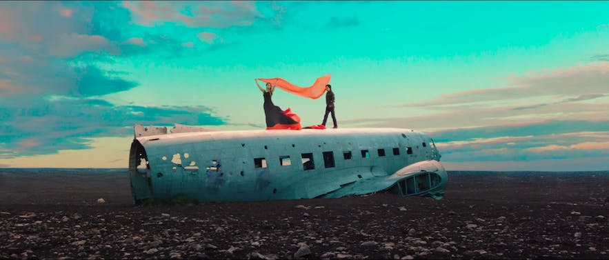 Dilwale plane shot with Shah Rukh Khan and Kajol in Iceland