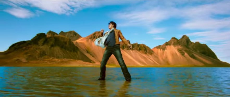 Shah Rukh Khan with cold feet in Iceland!