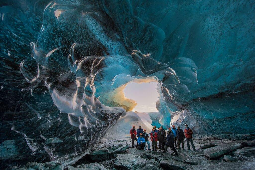 周遊バスツアー3日間 氷の洞窟、ゴールデンサークル、南海岸