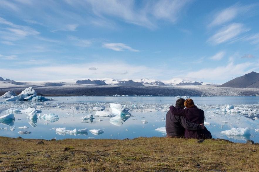 Vue romantique devant la lagune glaciaire de Jokulsarlon