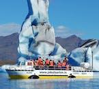 Niektóre góry lodowe w Jokulsarlon są niezwykle potężne.