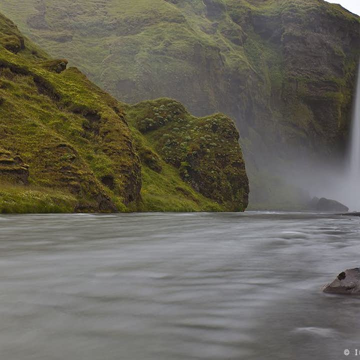 At sixty metres tall and up to twenty five metres wide, Skógafoss waterfall dwarfs those who come to the South Coast to admire it.