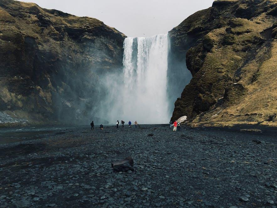 冰岛斯科加瀑布,又名森林瀑布,因为常见彩虹,被网友亲切的称为彩虹瀑布
