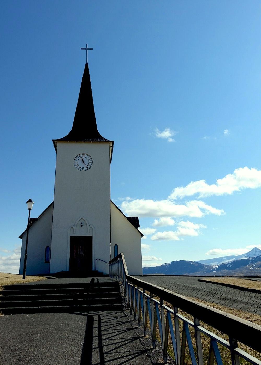 冰岛西部博尔加内斯小镇教堂