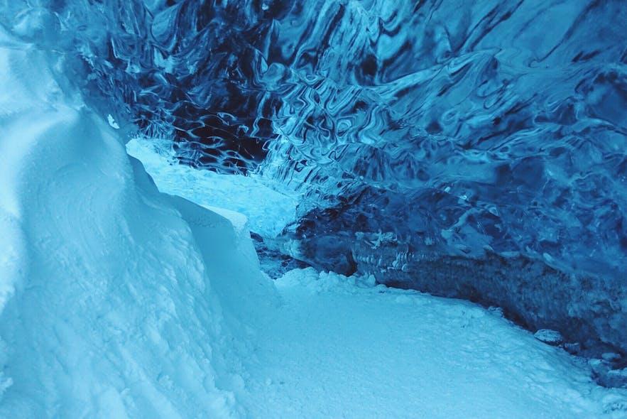 冰岛蓝冰洞内的雪