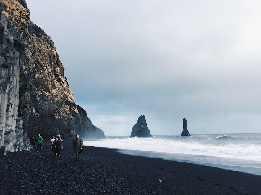 3月的冰岛黑沙滩Reynisfjara