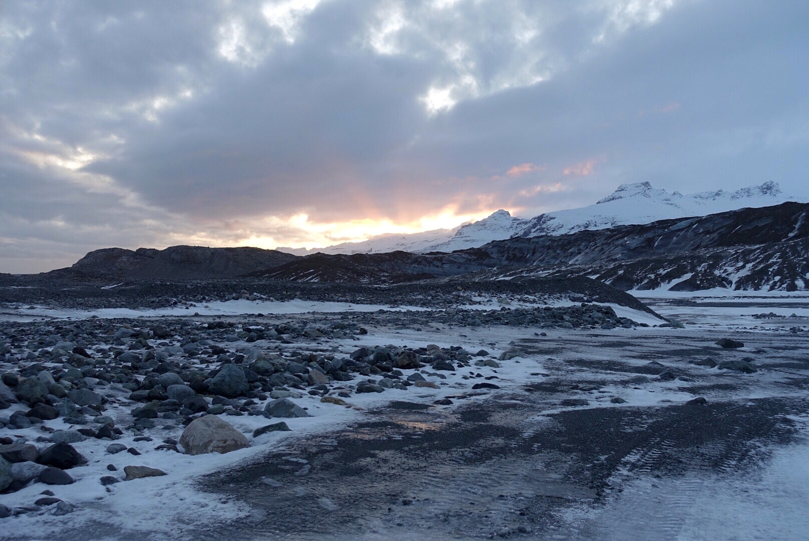 冰岛蓝冰洞周边风光