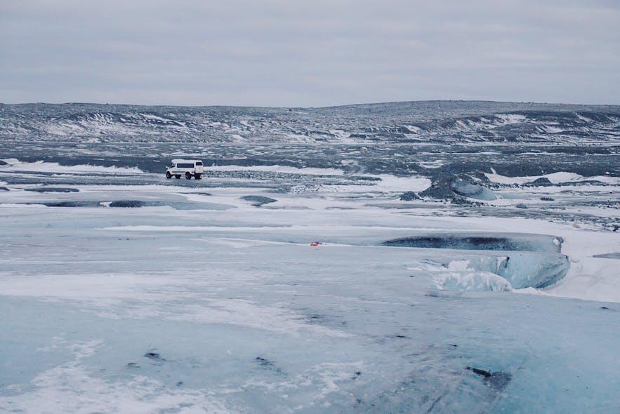 冰岛蓝冰洞旅行团,冰川边缘,Guide to Iceland超级吉普车