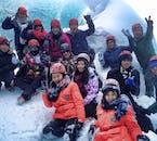 Assurez-vous de vous amuser avec vos compagnons de voyage en minibus lors de votre aventure en Islande