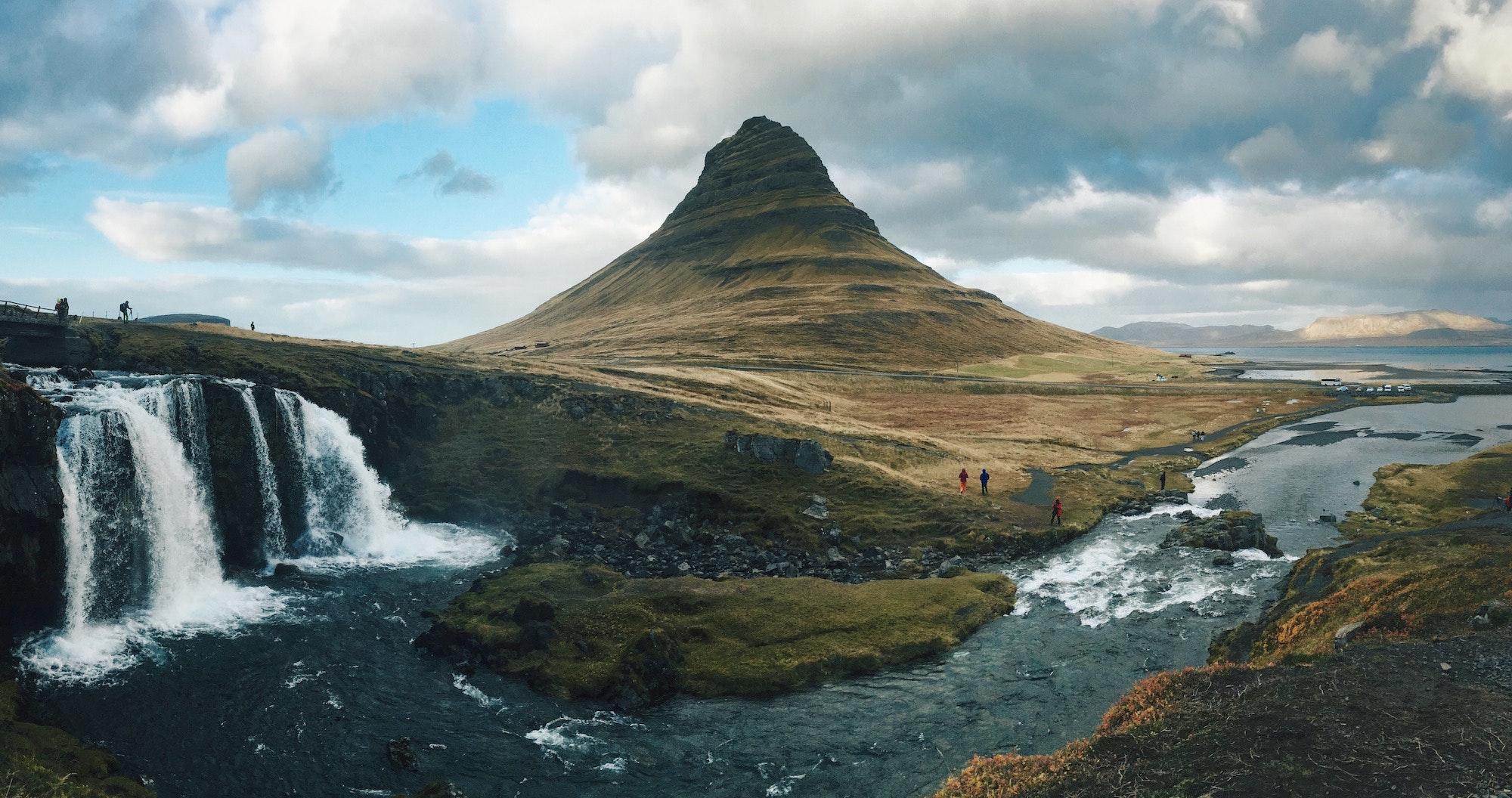 冰岛斯奈山半岛教会山Kirkjufell(草帽山)