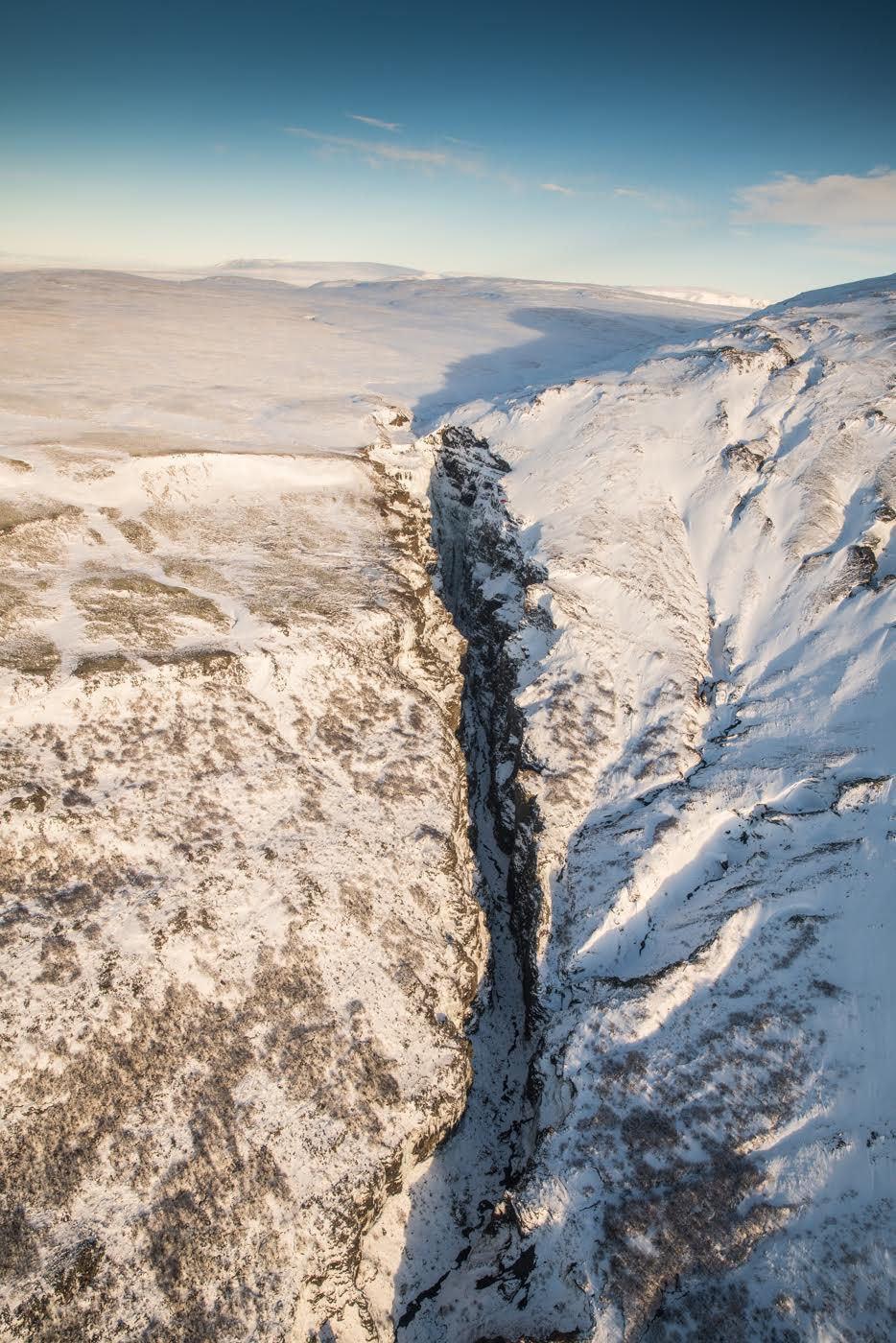从直升机上俯瞰冰岛风光,领略最奇妙的自然纹理。