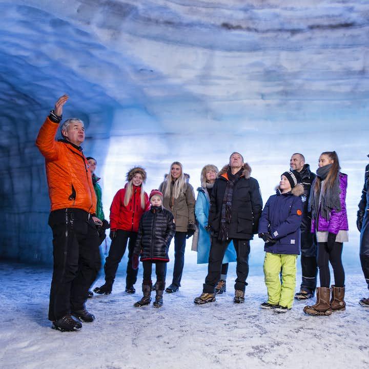 レイキャビク発 アイストンネルツアー(ラングヨークトル氷河)