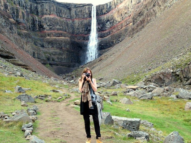 Hengifoss jest trzecim co do wielkości wodospadem w kraju.