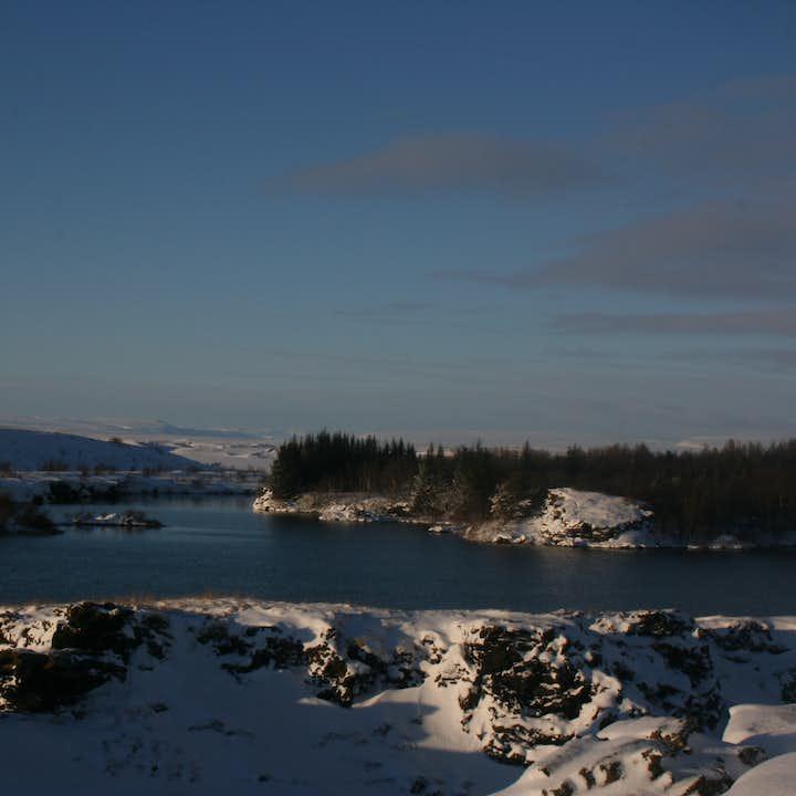 冰岛的米湖无论是冬季还是夏季,都同样美艳