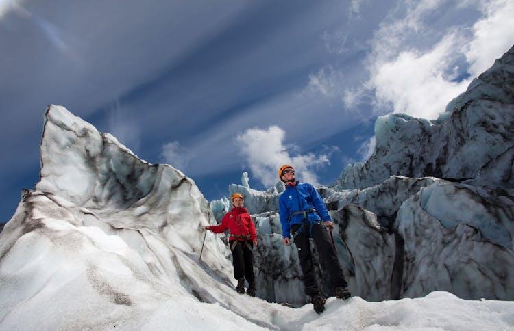 氷河の上でのアドベンチャーは氷河ハイキング体験がお勧め!