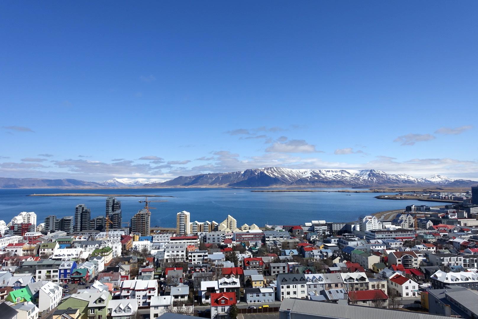 Widok z helikoptera na Reykjavik który jest najdalej na północ wysuniętą stolicą świata.