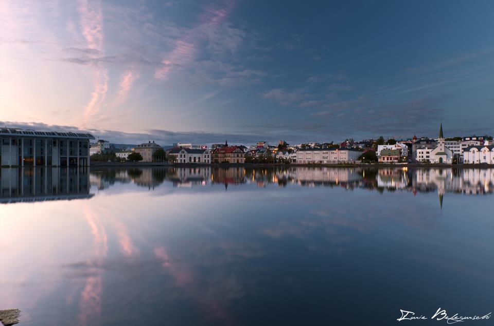 雷克雅未克市中心的托宁湖美丽而宁静