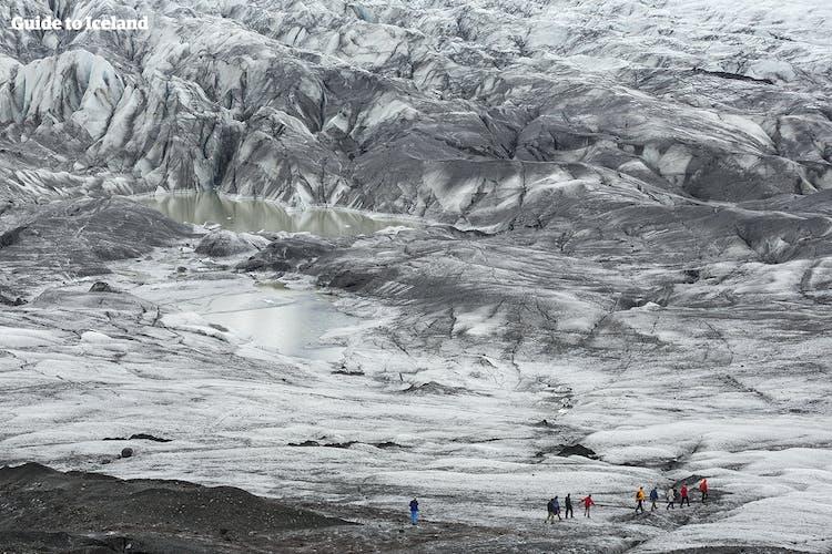 ソゥルヘイマヨークル氷河での氷河トレッキングは一生の思い出になるだろう
