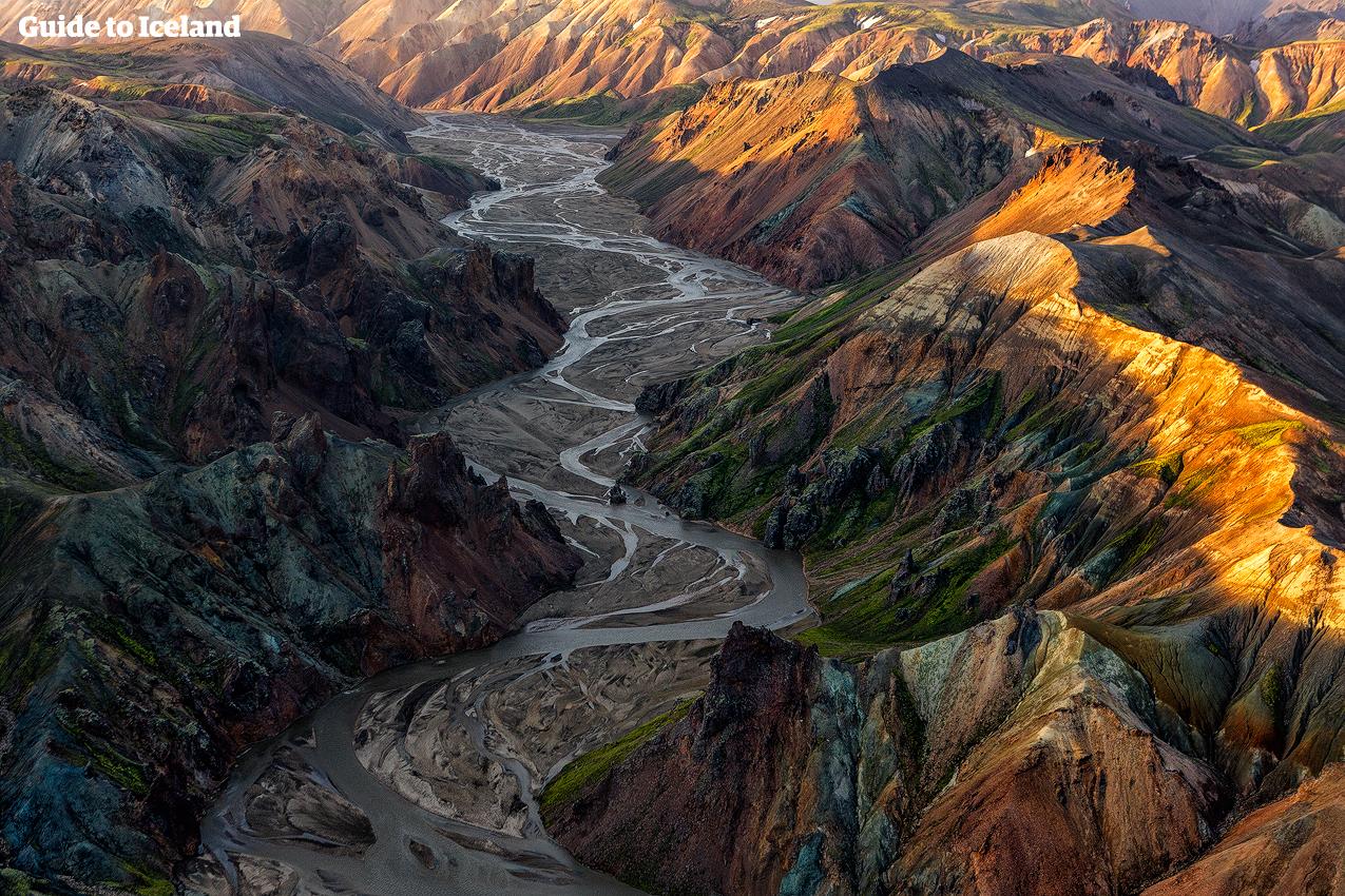 """Landmannalaugar (""""folkets dammar"""") är känt för sina underbara kalejdoskopiska färger och häftiga vandringsleder."""