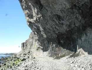 Unter den Klippen von Svalvogar | ab Ísafjörður
