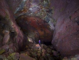 現地出発|ヴィズゲルミルの溶岩洞窟探検(複数回出発)