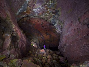Explorando la cueva Vidgelmir