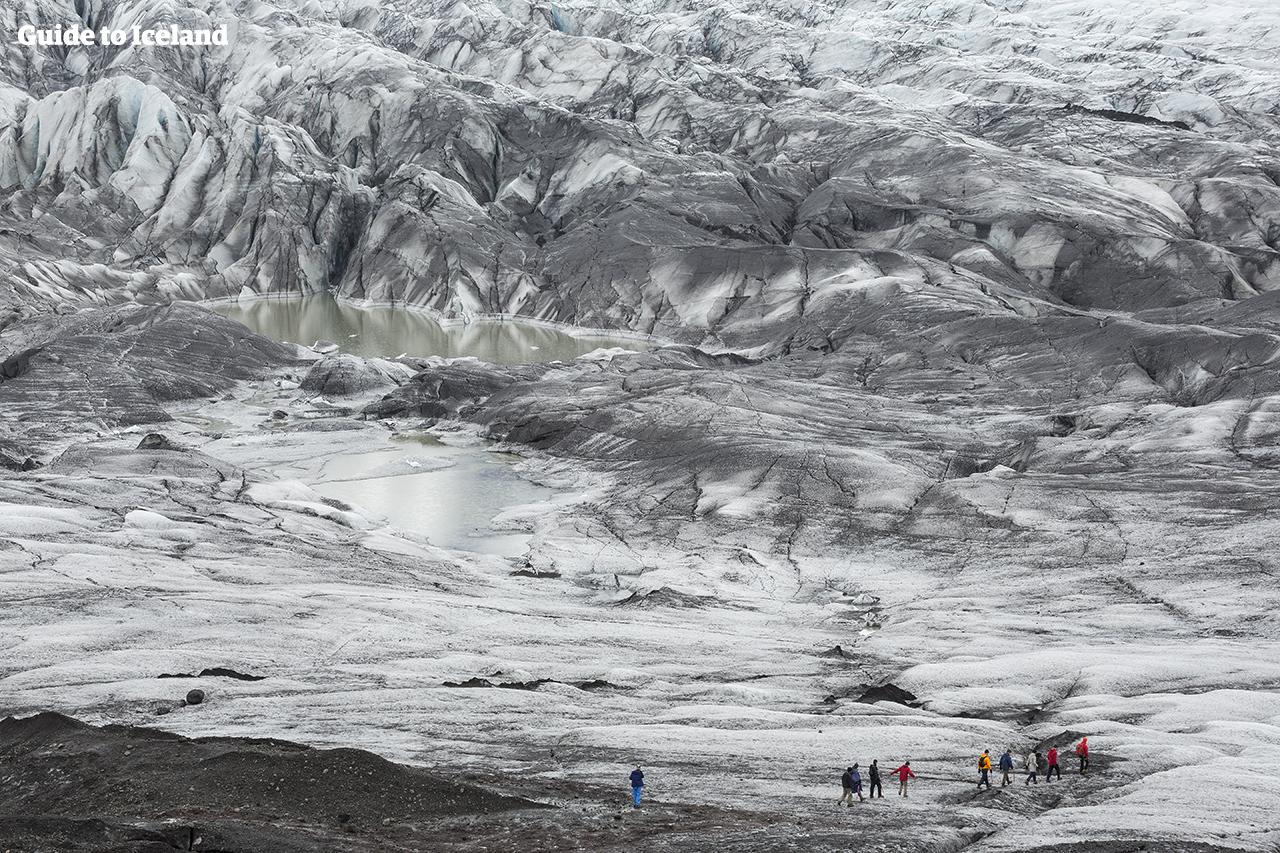 在冰岛体验让您肾上腺素飙升的冰川徒步探险旅行团。
