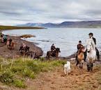 Bei einem Ausritt in Akureyri bist du von unglaublicher Natur umgeben.