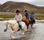 Traversez des rivières, des champs de lave séchée et des forêts à cheval
