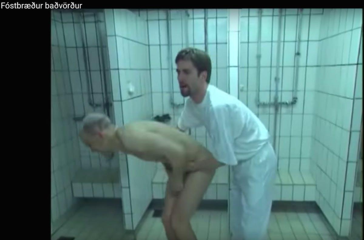 在冰岛游泳前要洗澡洗干净