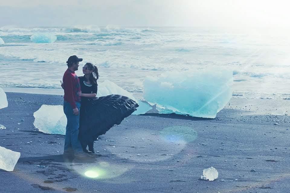 Divya and Arun by the Diamond Beach by Jökulsárlón glacier lagoon