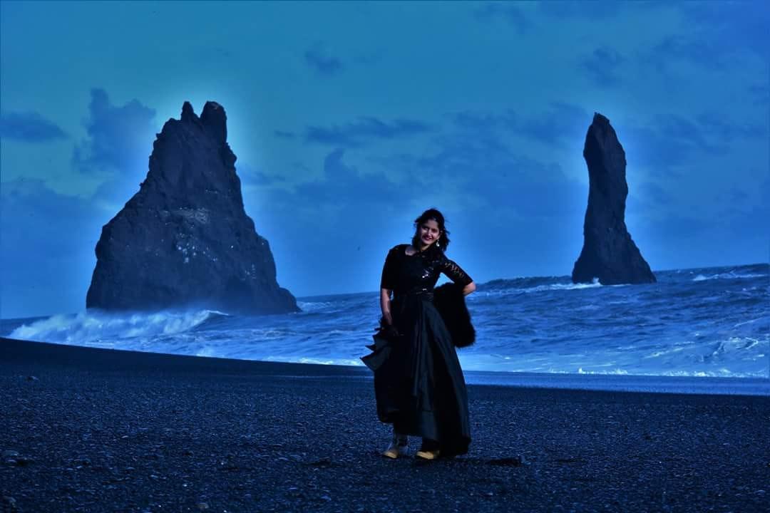 冰岛4月的雷尼斯德兰格岩群Reynisdrangar