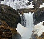 Der Dynjandi-Wasserfall besteht aus vielen kleinen Wasserfällen, die sich zu dieser Naturgewalt zusammenschließen.