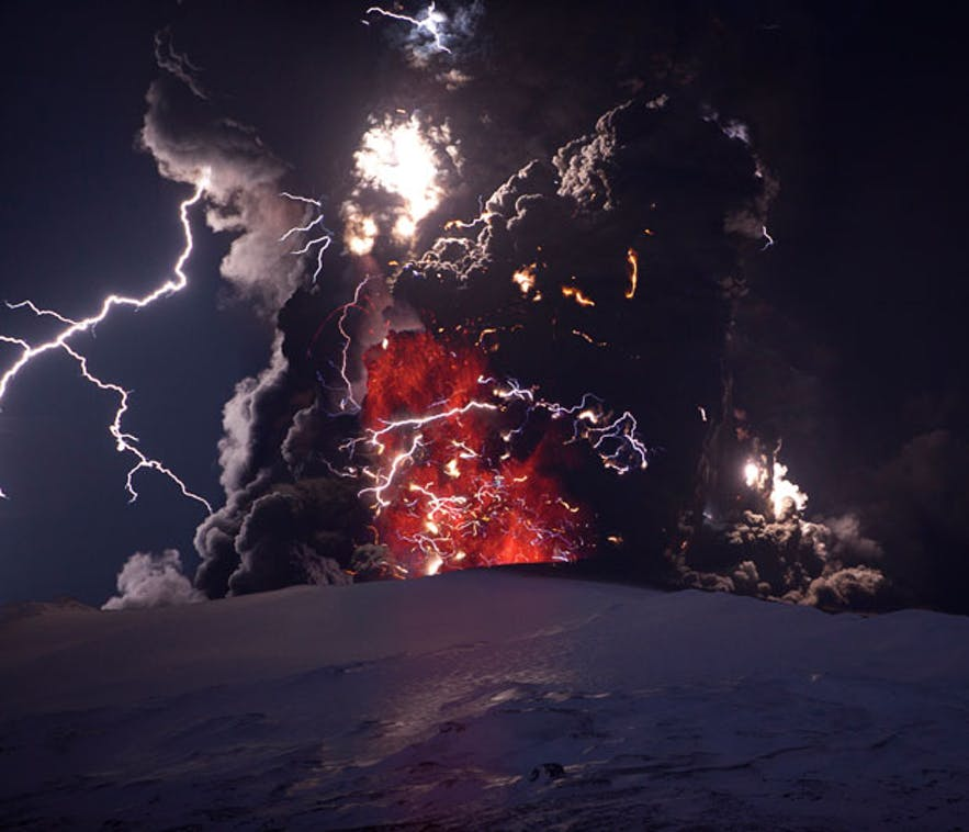 The magnificent volcanic eruption in Eyjafjallajökull in 2010 by Ragnar Þ. Sigurðsson
