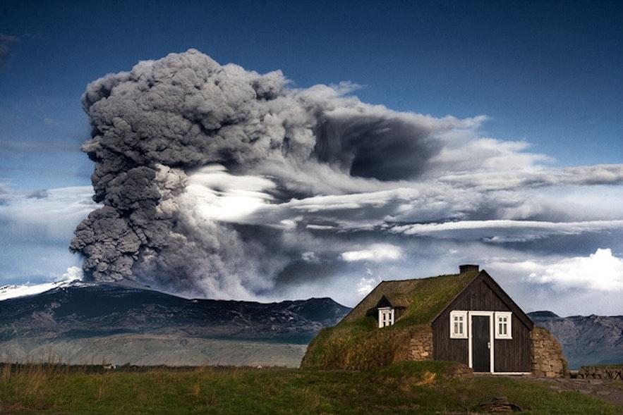 Erupcja wulkanu Eyjafjallajokull, południowa Islandia