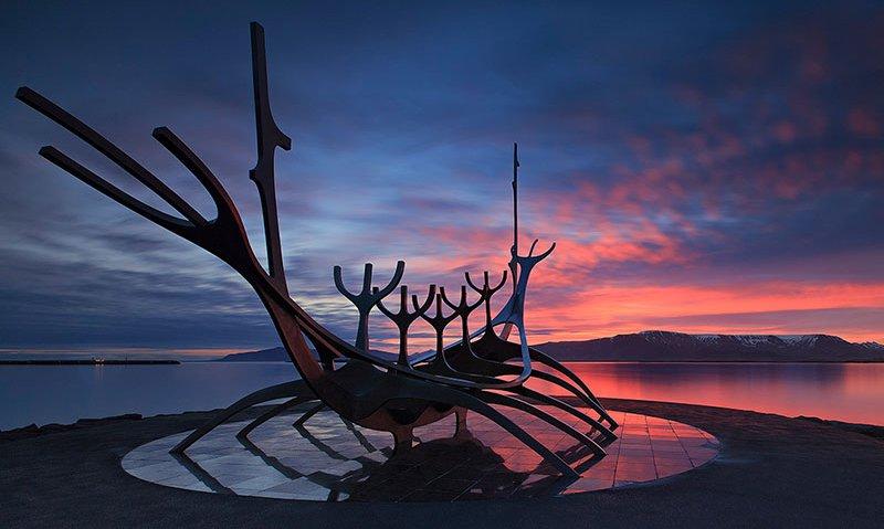 雷克雅未克雕塑太阳航海者代表冒险,预示着您的冰岛内陆高地摄影团即将开始