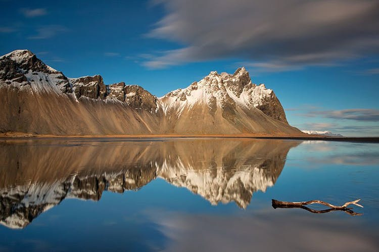 The gabbro rock mountain Vestrahorn at the Stokksnes Peninsula in Iceland is one of the prime locations of travelling nature photographers.