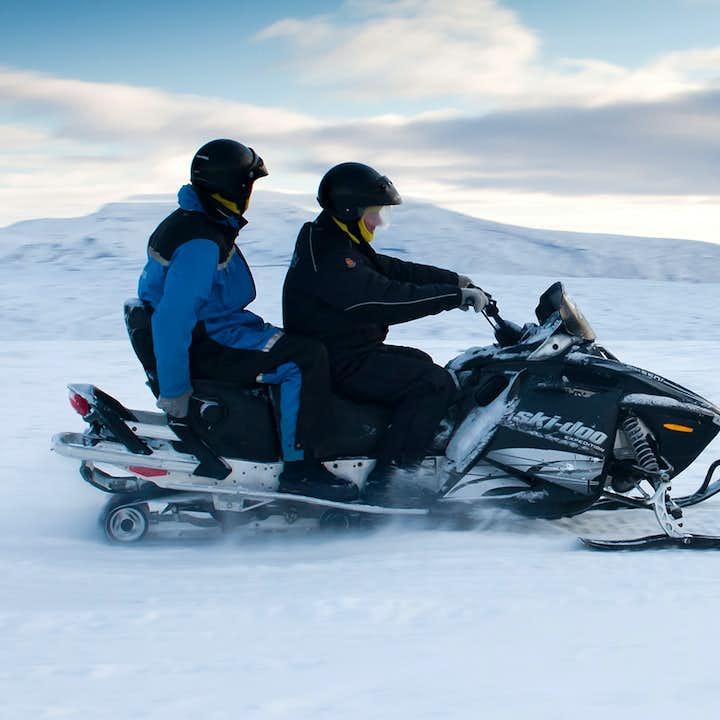 Prisvärd tur till Gyllene cirkeln och snöskoterkörning