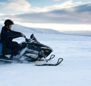 Tania jednodniowa wycieczka do Golden Circle oraz skutery śnieżne