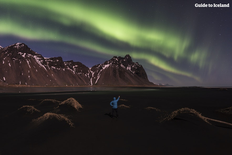 아이슬란드 동부 베스트라호른 산 위 오로라