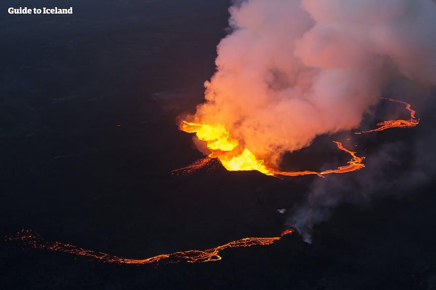今は収束しているホルフロイン火山も、かつては溶岩が流れていた