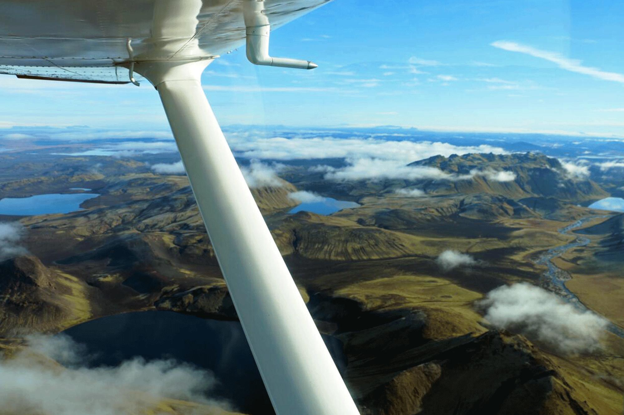 坐飞机从上空俯瞰冰岛中央高地彩色火山Landmannalaugar才是观景最极致的方法