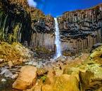 น้ำตกสวาร์ติฟอสส์ในอุทยานแห่งชาติสกาฟตาเฟลเป็นแรงบันดาลใจในการออกแบบโบสถ์ฮัลล์กรีมสคิร์คยา