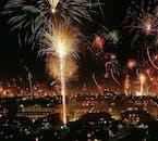 各自それぞれが打ち上げる花火は、アイスランドの年越しの伝統行事